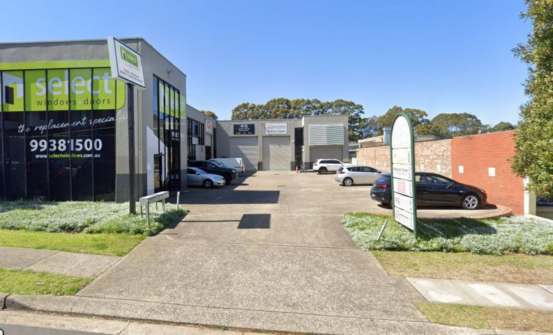 INDUSTRIAL UNIT IN A HIGHLY DESIRABLE BOUTIQUE COMPLEX