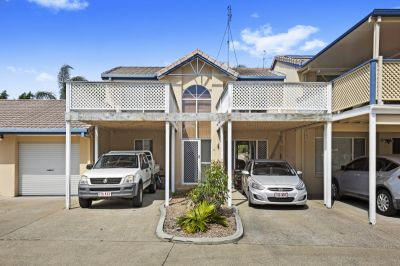 Rare 3 bed 3 bath Benowa Townhouse