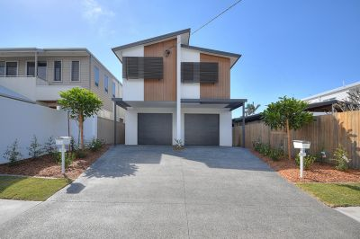 BRAND  NEW  DUPLEX  600  METRES  TO  THE  BEACH!