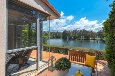 Elegant Water Front Villa in Rhode Island