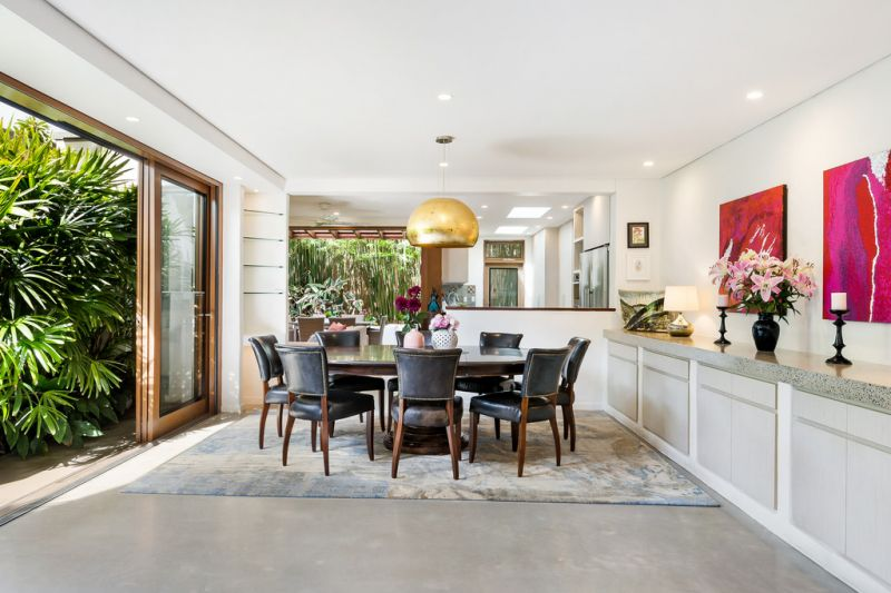Contemporary Masterpiece in a Premier Street a Stroll to Cafes