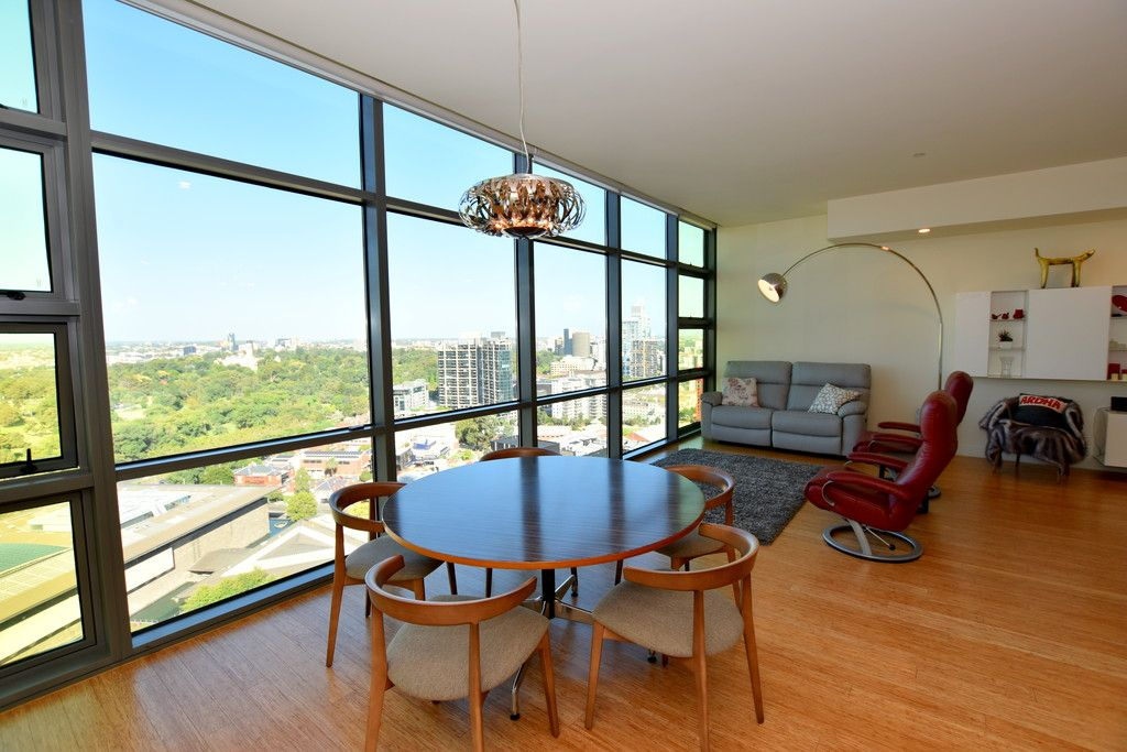 FURNISHED  Luxury 3 Bedroom Apartment with Views of the Botanical Gardens  6 Month Lease ONLY!