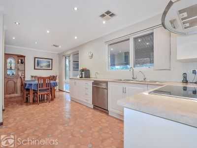 FAMILY HOME - LARGE WORKSHOP & DETACHED SELF-CONTAINED KITCHEN & LIVING