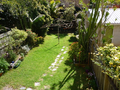 Large & Unique Victorian Apartment with Sunny Private Garden in Crows Nest