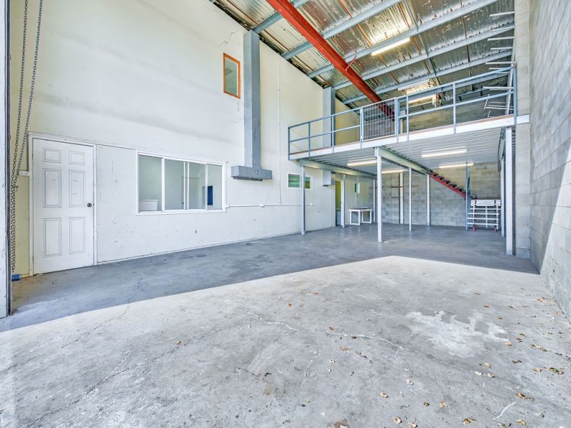210sqm Office/Warehouse with Container Drop