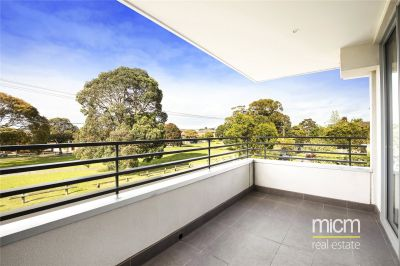Luxury Modern Apartment in Boutique Development with Leafy Outlook!