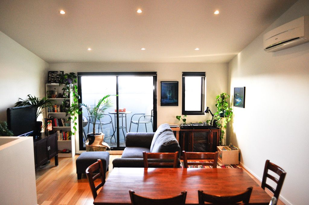 Stunning FULLY FURNISHED Two Bedroom Modern Townhouse in Brunswick!