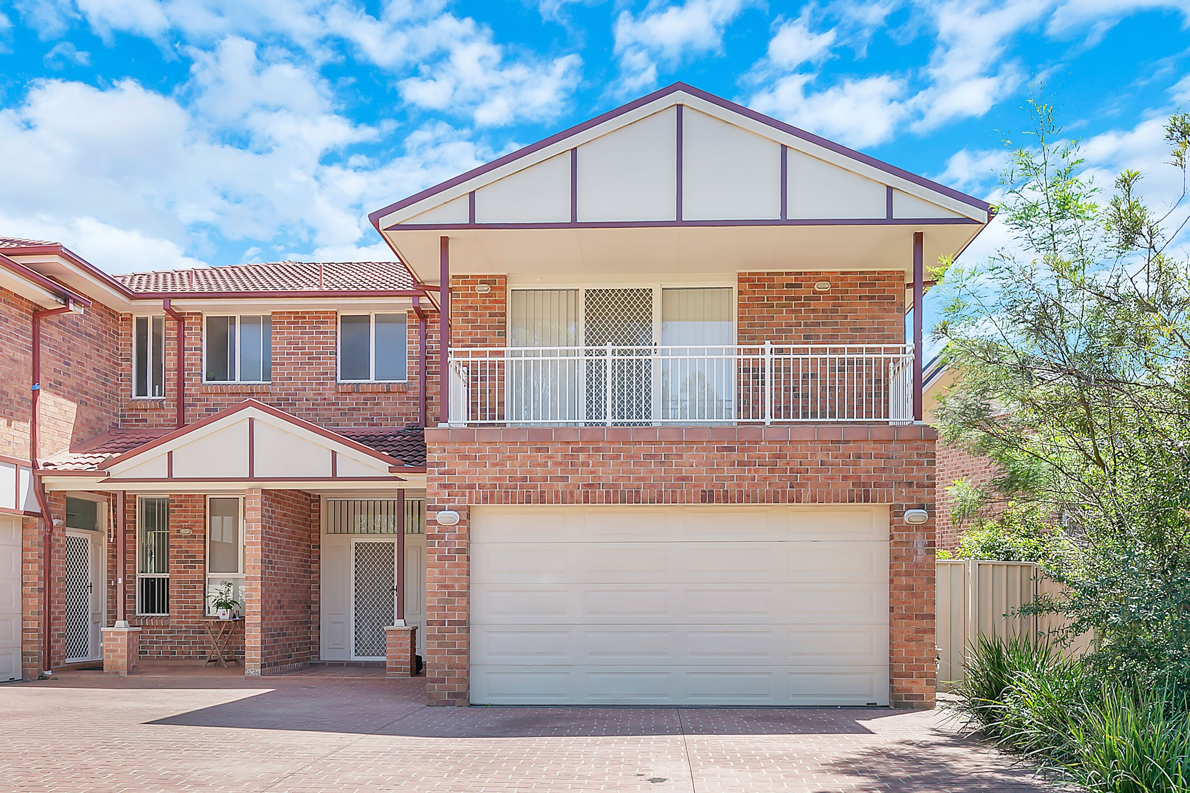 30A Fullerton Circuit, St Helens Park NSW 2560