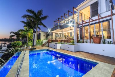 62 Squares  of Luxury Waterfront Living
