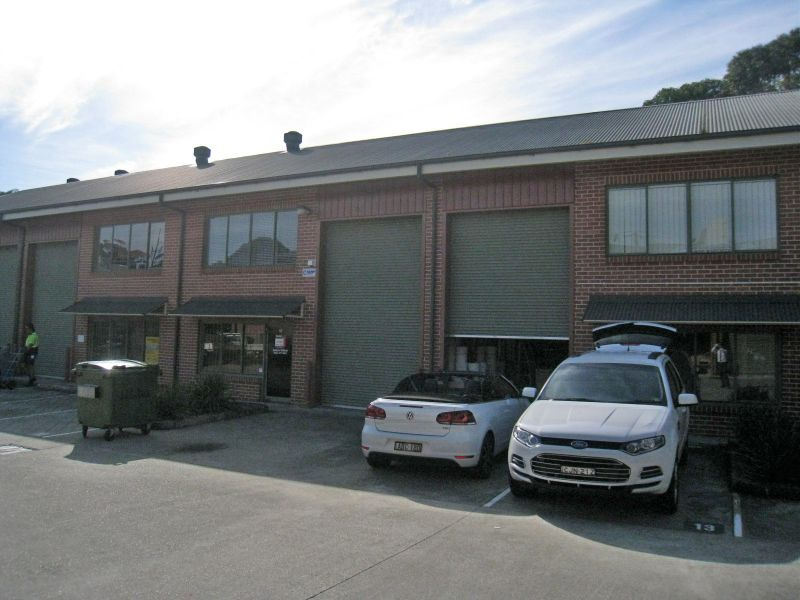 HIGH CLEARANCE WAREHOUSE WITH PLENTY OF EXTRAS - Leased !