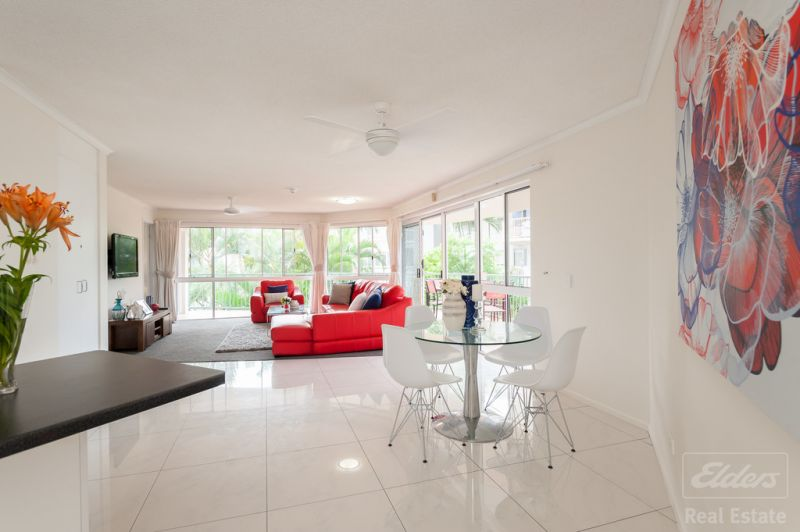 Absolute Beachfront renovated Apartment. Ridiculous price - Must Sell NOW NOW NOW NOW NOW