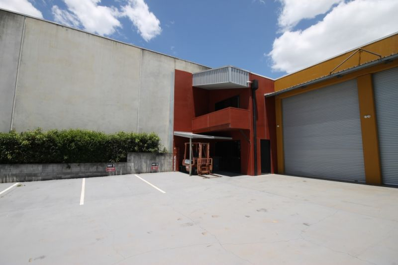 PRICE REDUCTION - 204m2 Industrial Warehouse with Excellent Signage & Exposure