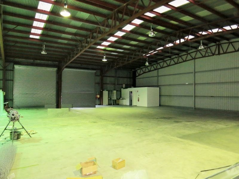 511M² KEDRON WAREHOUSE WITH LOADING DOCKS