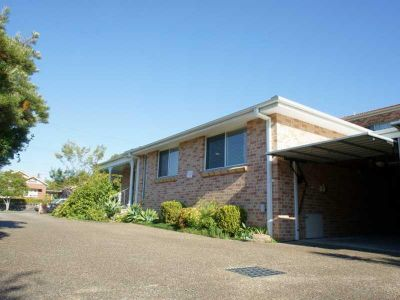 HURSTVILLE SOUTH 3 BED 2 BATH 2 GARAGE HOME, 15  MINS FROM TRAIN STATION! $630p.w.