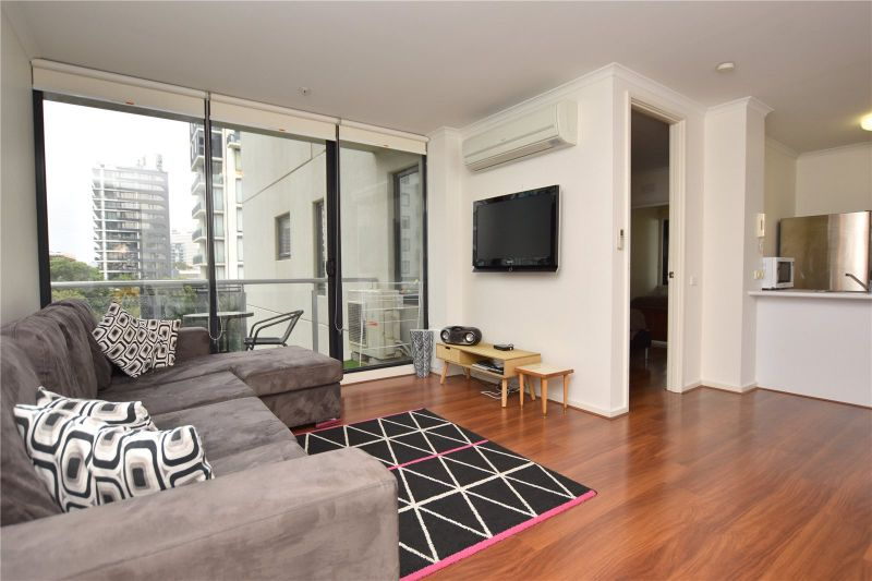 The Metro: Light and Bright Fully Furnished Apartment!