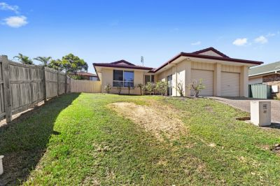 4 BEDROOM + STUDY HOME WALKING DISTANCE TO GRIFFITH UNI!