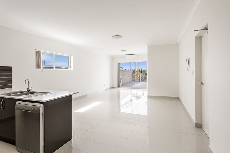 Near New ! - Top Floor 3 bedroom Apartment