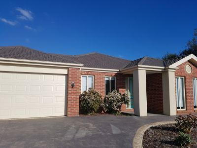 **APPLICATION PENDING APPROVAL** Large Home Large Block