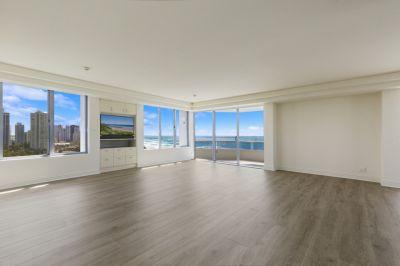 Rare full floor apartment including Marina Birth in 'Madison Point'