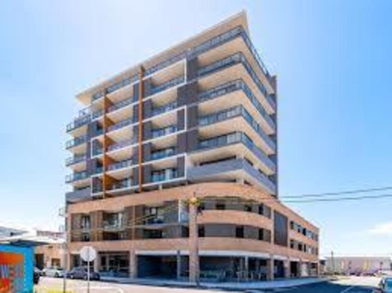 AS NEW 1 BEDROOM APARTMENT WITH PARKING