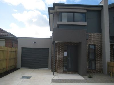 Well Presented Two Bedroom Townhouse **APPLICATION PENDING APPROVAL**