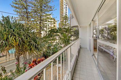 Spacious Dual Key Apartment with Ocean Glimpses!