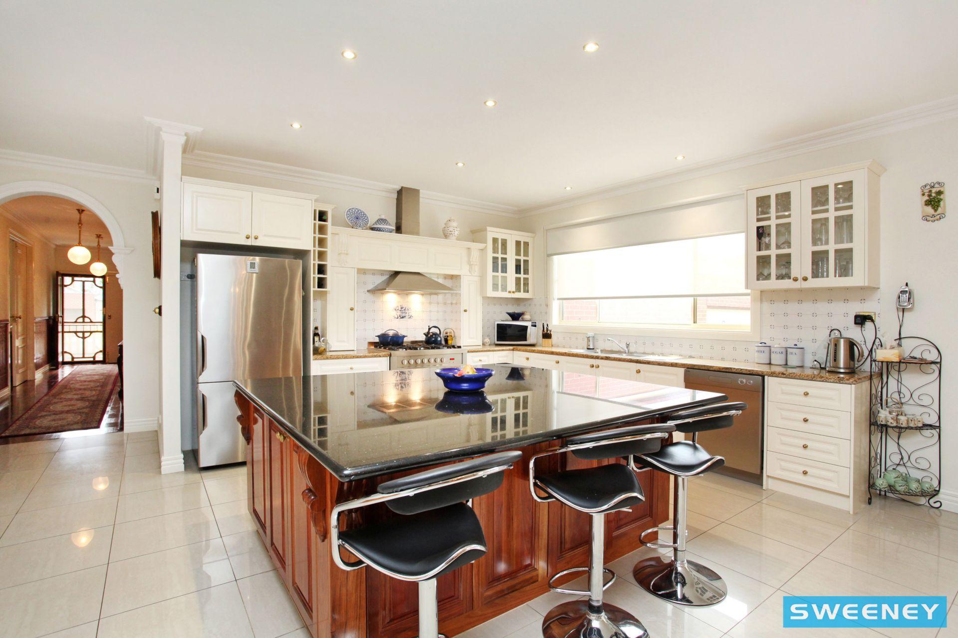 Real Estate For Sale - 1 Barlow Close - Caroline Springs , VIC