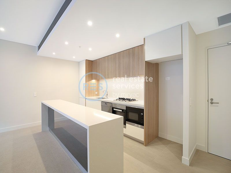 Oversized 2-Bedroom Apartment with Private Street Access