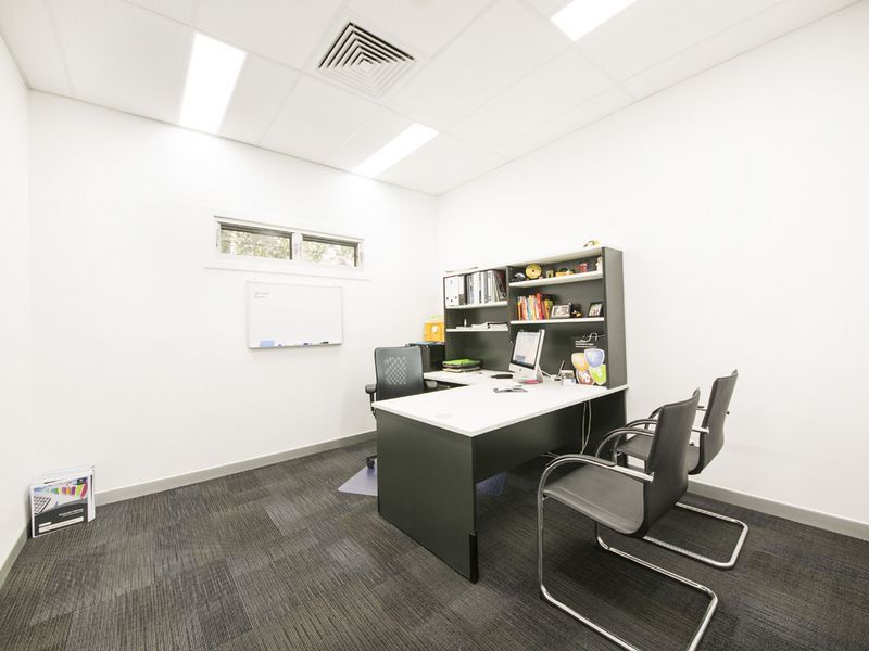 105m2 OFFICE / SHOWROOM / CONSULTING WITH MAIN ROAD EXPOSURE