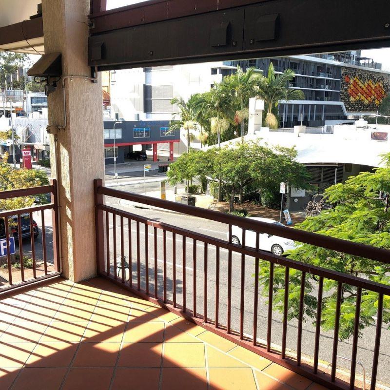 Milton Office on Park Rd with 5 Car Parks