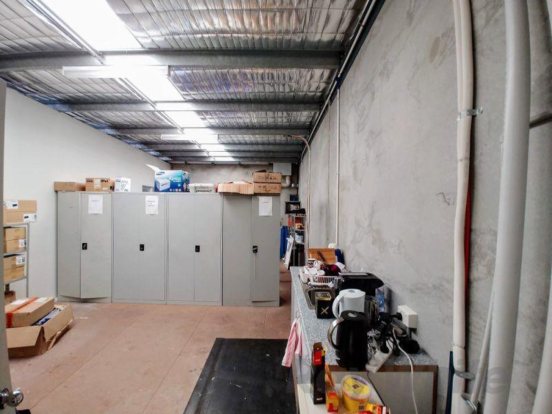 FUNCTIONAL TINGALPA OFFICE/ WAREHOUSE
