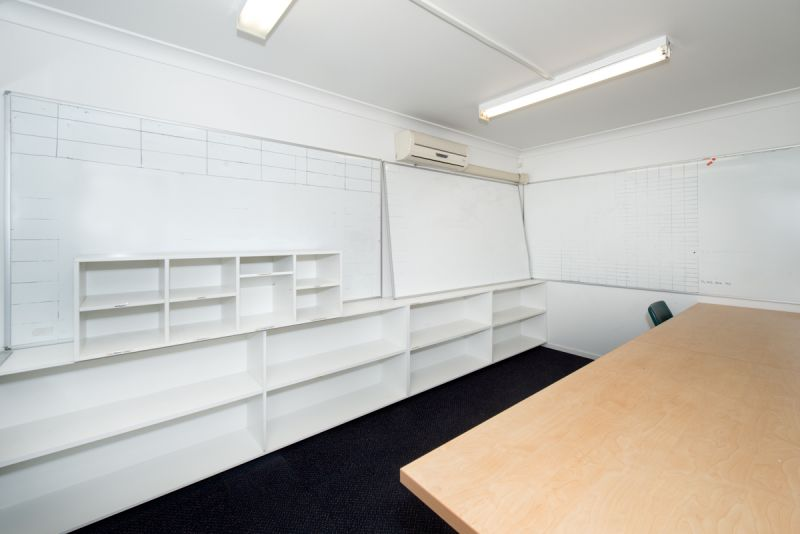 Commercial Warehouse with adequate office space