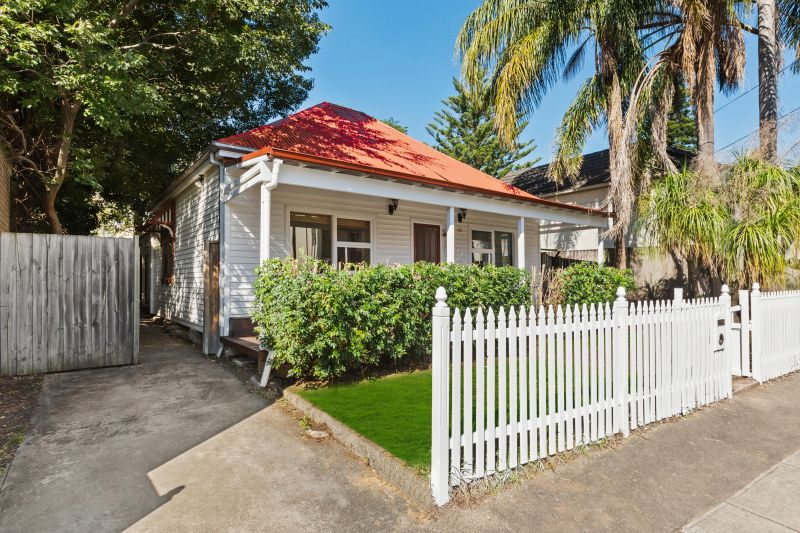 Charming Cottage With Excellent Entertainment Spaces