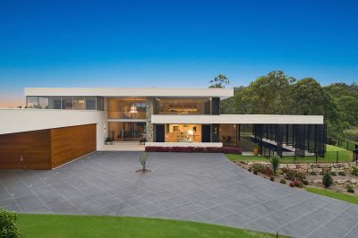 AWARD-WINNING CUTTING EDGE DESIGN - A MODERN PIECE OF ARCHITECTURE
