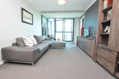 SouthbankONE, 33rd floor FULLY FURNISHED - Entertainment All Around!