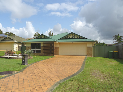 FOUR BEDROOM FAMILY HOME WITH POOL