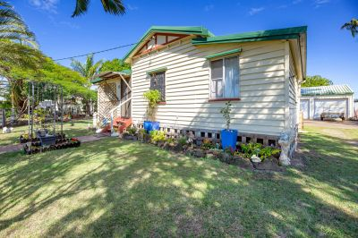 SOLID TIMBER HOME ON 933M2 + LARGE SHED…
