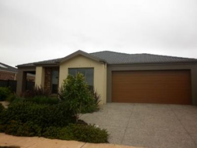 Immaculate ex-display home in great location!