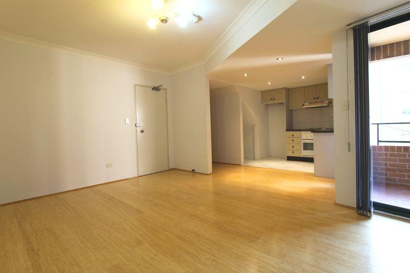 Spacious Two Storey Apartment - Fantastic Location!