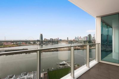 2Bedroom Corner Apartment with Amazing Water Views !