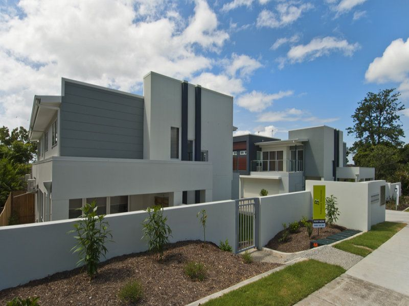 CONTEMPORARY VILLA IN BENOWA