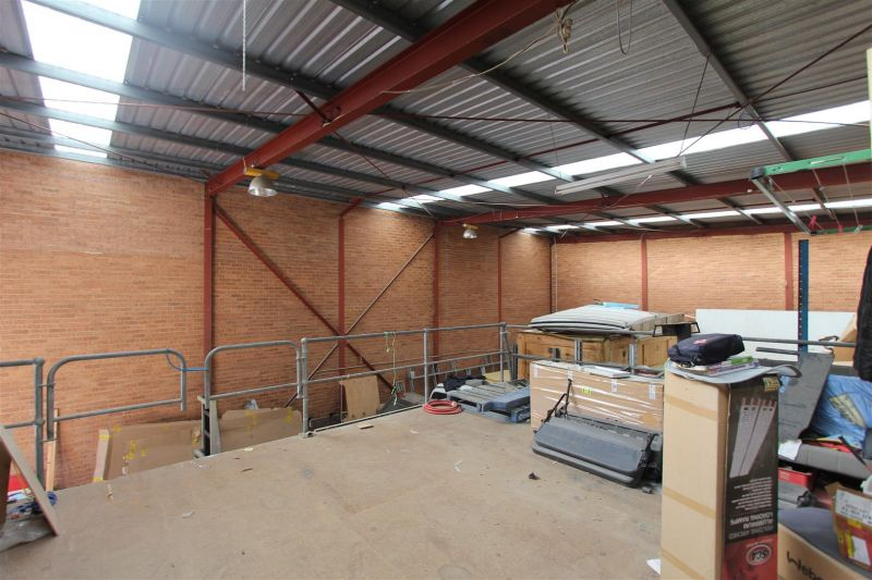 LEASED NY HAYDEN BENNETT & MITCH BROWN - 312m² Free Standing Warehouse