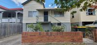 5 MINUTES FROM THE CITY - REFRESHED  3 BEDROOM HOME
