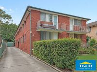 Cosy 2 Bedroom Unit on Top Floor. 2 Air Conditioners. Small block. Quiet Location. Walk to City Centre, Transport & Shops.