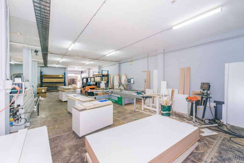 Dual Level Workshop/Warehouse with Parking