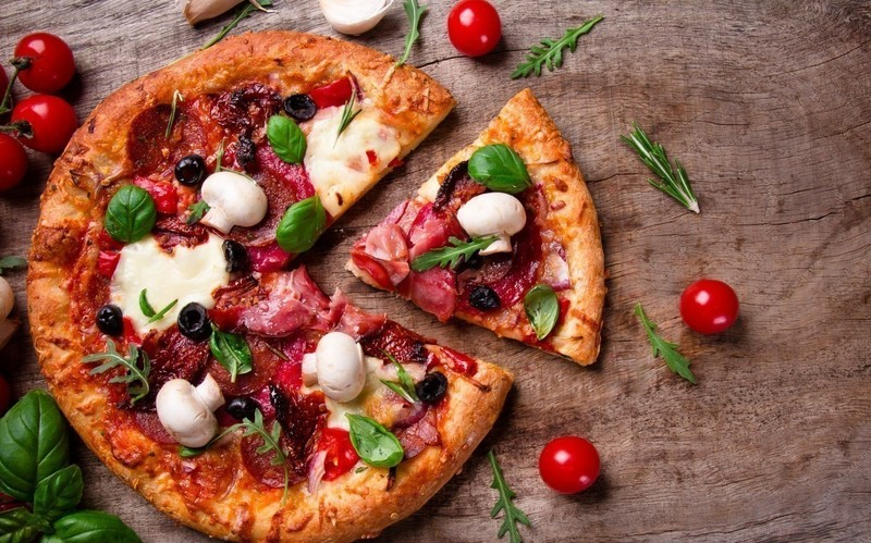 Pizza Takeaway Taking $10,000 Plus Per Week Plus Apartment