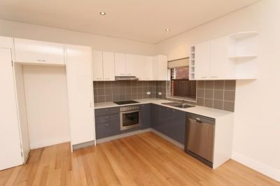 BEAUTIFULLY RENOVATED ONE BEDROOM APARTMENT CLOSE TO BEACH