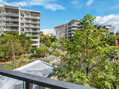 ULTRA MODERN APARTMENT IN KELVIN GROVE VILLAGE!