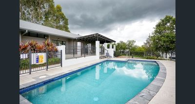 The Glades--Specious 3 bedrooms! Gym-Pool-Spa As brand new