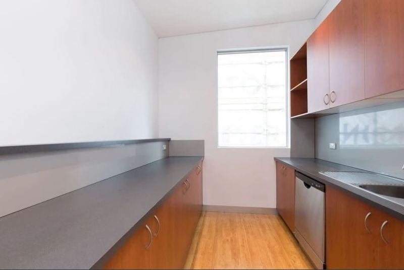 SENSATIONAL OFFICES WITH PRIVATE KITCHEN & BATHROOM !